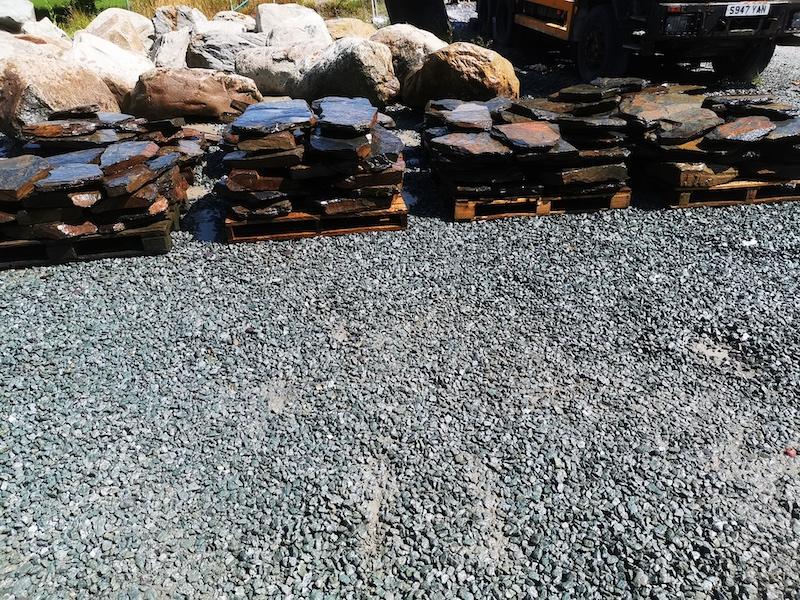 Rustic Slate Rockery Flat