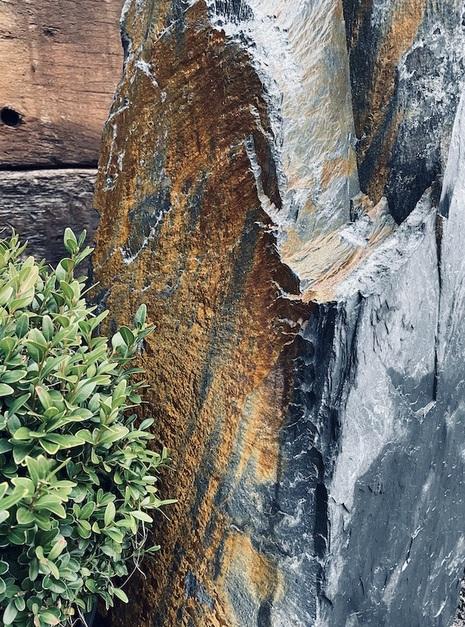 Slate Monolith SM102 2