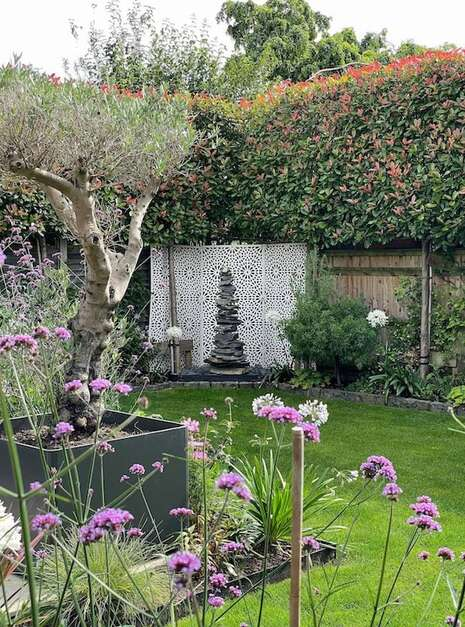 1.5m-Slate-Pyramid-Case-Study-01-Welsh-Slate-Water-Features