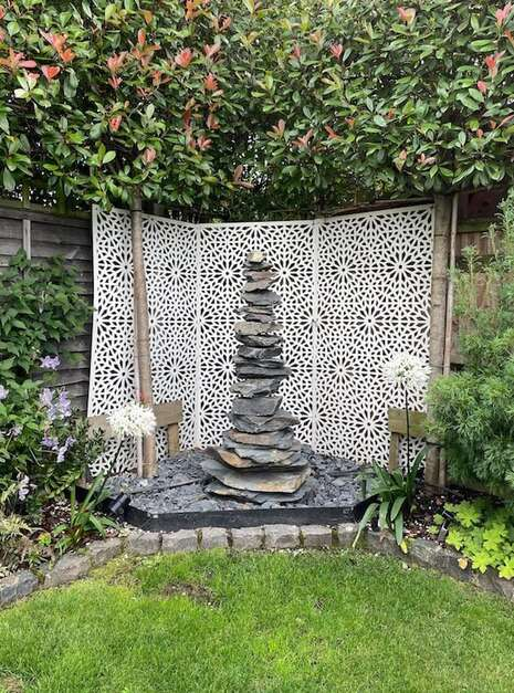 1.5m-Slate-Pyramid-Case-Study-02-Welsh-Slate-Water-Features